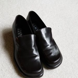 NWOT dark brown leather loafers.